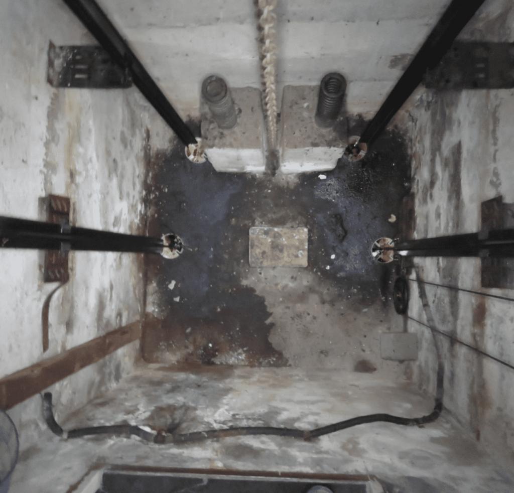 poço do elevador sujo