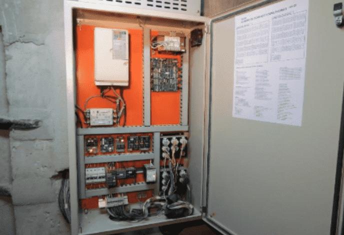 Quadro de comando do elevador
